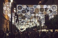 Bożonarodzeniowe światła w miasto ulicach Seville Obraz Royalty Free