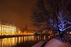 Bożonarodzeniowe światła w nocy mieście Zdjęcia Royalty Free