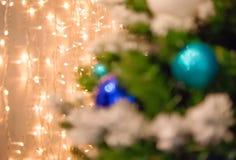 Bożonarodzeniowe światła złoci i błękitny bokeh Zdjęcia Royalty Free