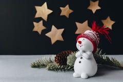 Bożych Narodzeń wciąż życia obrazek z złotymi gwiazdami na tle Zdjęcia Stock