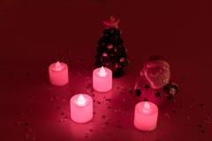 Bożych Narodzeń wciąż życie i glin figurki Święty Mikołaj i choinka Obrazy Royalty Free