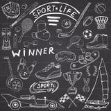 体育生活剪影乱画元素 与棒球棒,手套,保龄球,曲棍球网球项目,赛车,杯子奖牌, bo的手拉的集合 库存图片