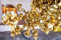 BO de oro hojea en el templo Imágenes de archivo libres de regalías