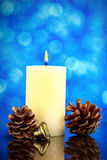Boże Narodzenia lub nowy rok dekoraci karta z pinecone, dzwonem i bu, Zdjęcie Royalty Free