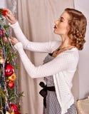 boże narodzenia target839_1_ drzewnej kobiety Obrazy Stock