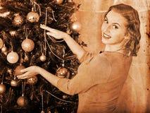 boże narodzenia target839_1_ drzewnej kobiety Obraz Royalty Free