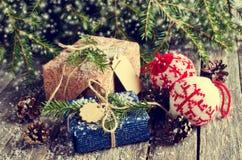 Boże Narodzenia zawijali prezenty Obrazy Stock