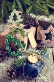 Boże Narodzenia zawijali prezenty Zdjęcia Royalty Free