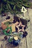 Boże Narodzenia zawijali prezenty Zdjęcia Stock