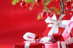 boże narodzenie czerwono drzewo prezent Fotografia Royalty Free