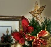 Boże Narodzenie gwiazda na drzewie Zdjęcie Royalty Free