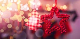 Boże Narodzenie ornamenty wiesza na faborku Zdjęcia Royalty Free