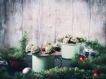 Boże Narodzenie tort strzela w kubkach Obraz Stock