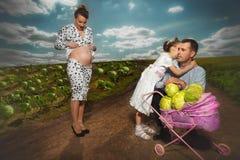 Bo en lycklig havandeskap Arkivfoton