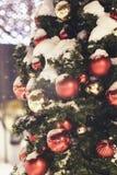 Bożenarodzeniowa dekoracja na drzewnym tle obrazy stock