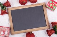 Bożenarodzeniowe dekoracje i Pusty Chalkboard Zdjęcia Royalty Free