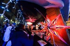BOŻENARODZENIOWE dekoracje przy Bruselles bożymi narodzeniami Wprowadzać na rynek Bruksela BELGIA, GRUDZIEŃ - 05 2016 - Obraz Stock