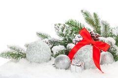 Bożenarodzeniowi baubles z czerwonym faborkiem i jedlinowym drzewem Obraz Royalty Free
