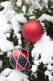 Bożenarodzeniowy balowy ornament w zima czasie Fotografia Royalty Free