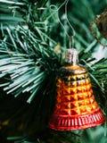 Bożenarodzeniowy dekoraci obwieszenie od drzewa Fotografia Royalty Free