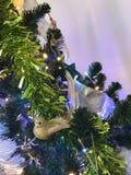 Bożenarodzeniowy dekoracja ptak na drzewie Zdjęcia Royalty Free