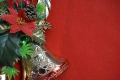 Bożenarodzeniowy dzwon i kwiat na czerwonym tle Zdjęcie Royalty Free