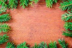 Bożenarodzeniowy jedlinowy drzewo na drewnianej desce Zdjęcia Stock