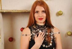 Bożenarodzeniowy kobieta portret z gwiazdami Fotografia Stock