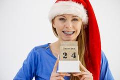Bożenarodzeniowy kobiety mienia kalendarz Zdjęcia Royalty Free