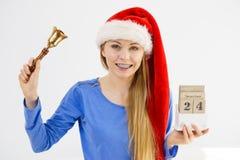 Bożenarodzeniowy kobiety mienia kalendarz i dzwon Zdjęcia Stock