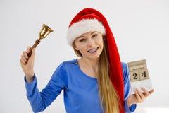 Bożenarodzeniowy kobiety mienia kalendarz i dzwon Obraz Stock