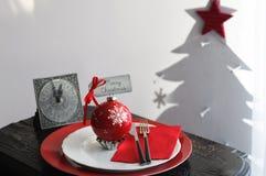 Bożenarodzeniowy Obiadowy talerz z rocznika zegarem Fotografia Stock