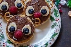 Bożenarodzeniowy zabawy jedzenie dla dzieciaków Reniferowy blin Zdjęcia Stock