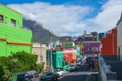 BO-Kaap in Cape Town is gekend voor zijn helder geschilderd huis Stock Fotografie