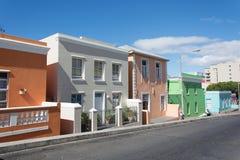 BO-Kaap in Cape Town is gekend voor zijn helder geschilderd huis Stock Afbeeldingen