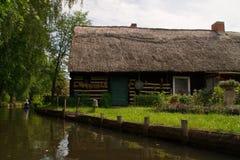 Bo på en kanal i den Spreewald Tyskland Fotografering för Bildbyråer