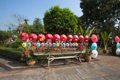 Bo sjöng byn, handgjorda paraplyer och slags solskydd, i Chiang Mai, Thailand fotografering för bildbyråer