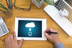BO STRÖMMA den reserv- nedladdningen som beräknar transfe för Digitala data royaltyfri bild