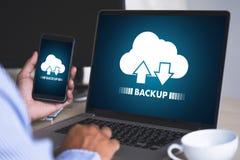 BO STRÖMMA den reserv- nedladdningen som beräknar transferri för Digitala data arkivbilder