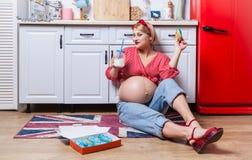 Bo?te de participation de femme enceinte de but?es toriques photos libres de droits