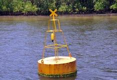 Boa del segnale che galleggia nel mare Immagine Stock