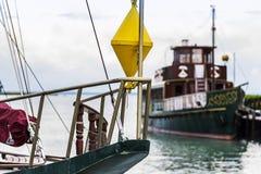 Boa gialla nella barca, porto, dal lago Balaton fotografia stock