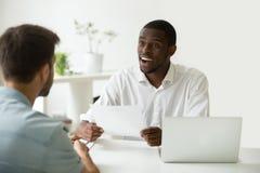 Boa impressão no conceito da entrevista de trabalho, hora impressa pelo resumo imagens de stock royalty free