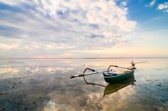 Boa tradizionale di pesca immagini stock