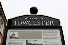 Boa vinda ao sinal da informação de Towcester fotografia de stock