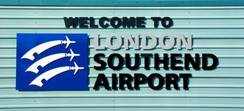 Boa vinda ao sinal do aeroporto de Londres Southend Southend no mar, Essex, Reino Unido imagem de stock