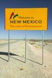 Boa vinda ao sinal do estado de New mexico, a terra de encantamento foto de stock royalty free