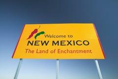 Boa vinda ao sinal do estado de New mexico, a terra de encantamento fotografia de stock royalty free