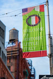 Boa vinda à bandeira pequena histórica de Itália em pouco Itália NYC Fotos de Stock