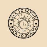 Boa vinda do vintage do vetor de volta ao logotipo ou ao crachá da escola Sinal retro com despertador Ícone da educação das crian Imagens de Stock